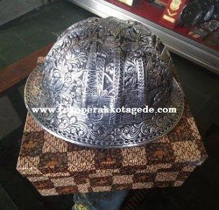 alumunium hat engraving,copper hard hat, brass hard hat, safety helmet,helm ukir,helm pertambangan,helm safety,helm pertambangan