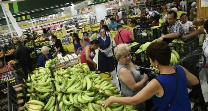 Supermercados analizan cerrar más temprano para resguardar a trabajadores