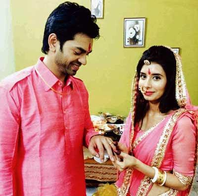 Mere-Angne-Mein-charu-neeraj-engagement