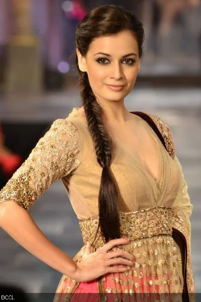 Hot Dia Mirza Showcases Manish Malhotra's Creation