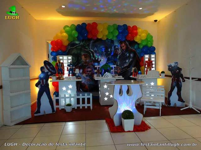 Decoração de festa tema Vingadores para aniversário infantil - Mesa decorada provençal - Barra-RJ