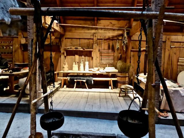 Iles Lofoten Borg L'intérieur de la maison viking, la salle de vie : le feu : la cuisson des aliments