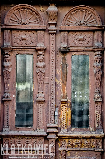 Siemianowice Śląskie: drewniane drzwi