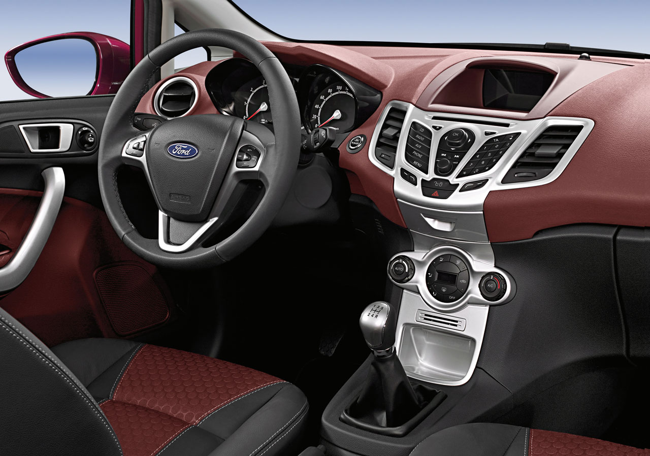 the world sports cars ford fiesta interior. Black Bedroom Furniture Sets. Home Design Ideas
