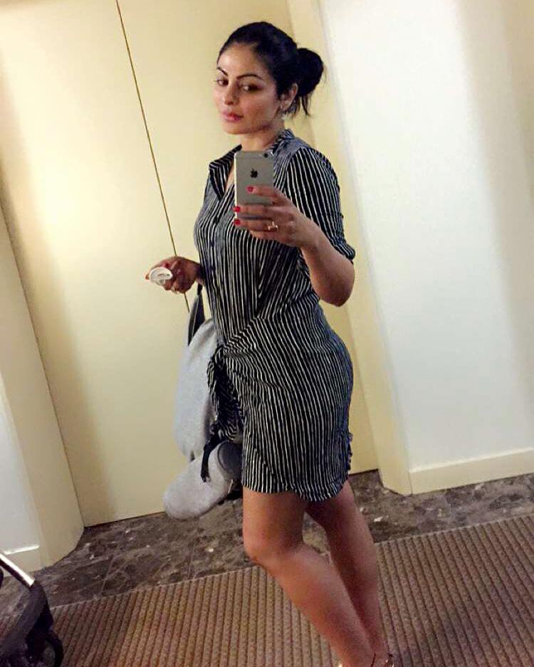 Neeru Bajwa Hd Wallpaper Picture Image Gallery Family Picture And