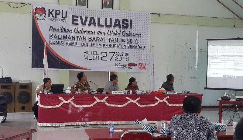 Rapat evaluasi pelaksanaan Pemilu 2018 Oleh KPU Sekadau