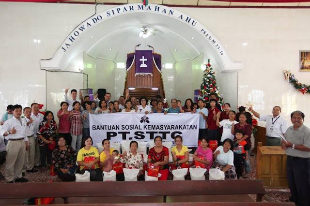PT. STTC berbagi bingkisan Natal kepada jemaat gerja HKBP Resort Siantar Timur
