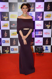 Actress Aditi Rao Latest Pictures in Black Dress at Mirchi Music Awards 2016 0005