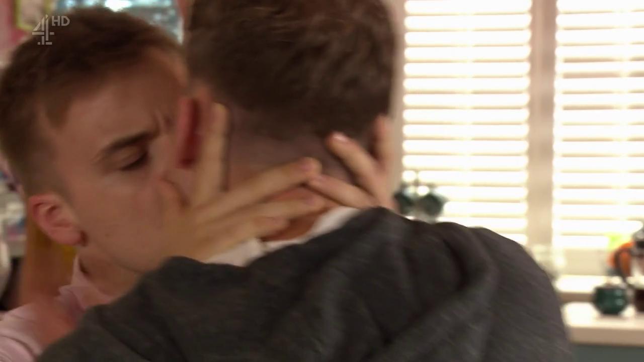 ramona and harry kissing - 1280×720