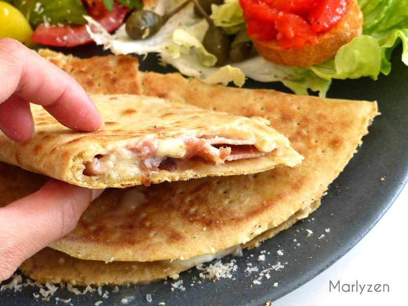 Piadina au jambon cru, mozzarella et parmesan