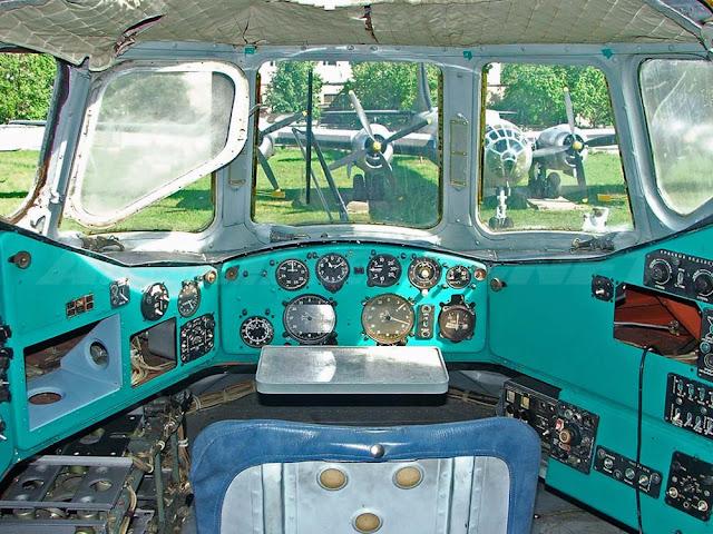 cabine do helicóptero Mi-12