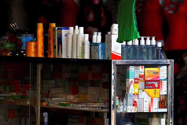 Buhoneros venden medicamentos sin récipe y sin permiso sanitario