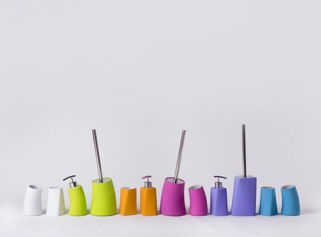 accesorii de bai moderne si colorate