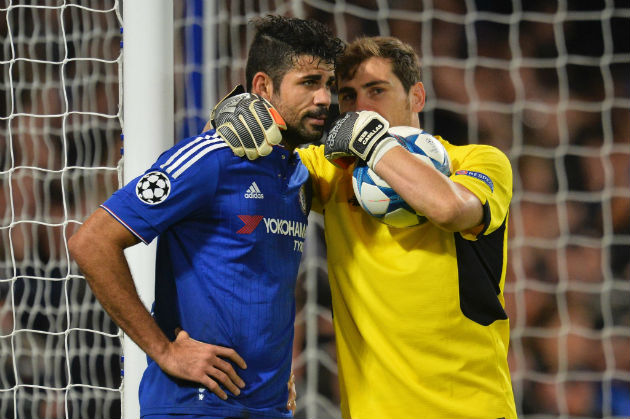 Diego Costa et Iker Casillas en pleine discussion lors du match Chelsea FC - FC Porto