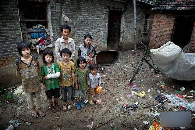 Agricultores foram jogados na miséria e têm que esconder seus filhos de medo do governo.jpg