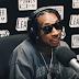 "Tyga faz freestyle no beat de ""Big Bank"" do YG no LA Leakers"