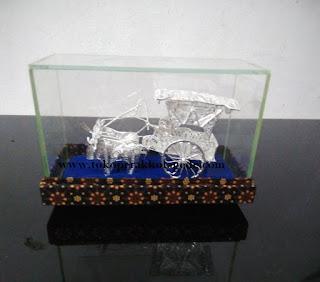 miniatur gerobak sapi