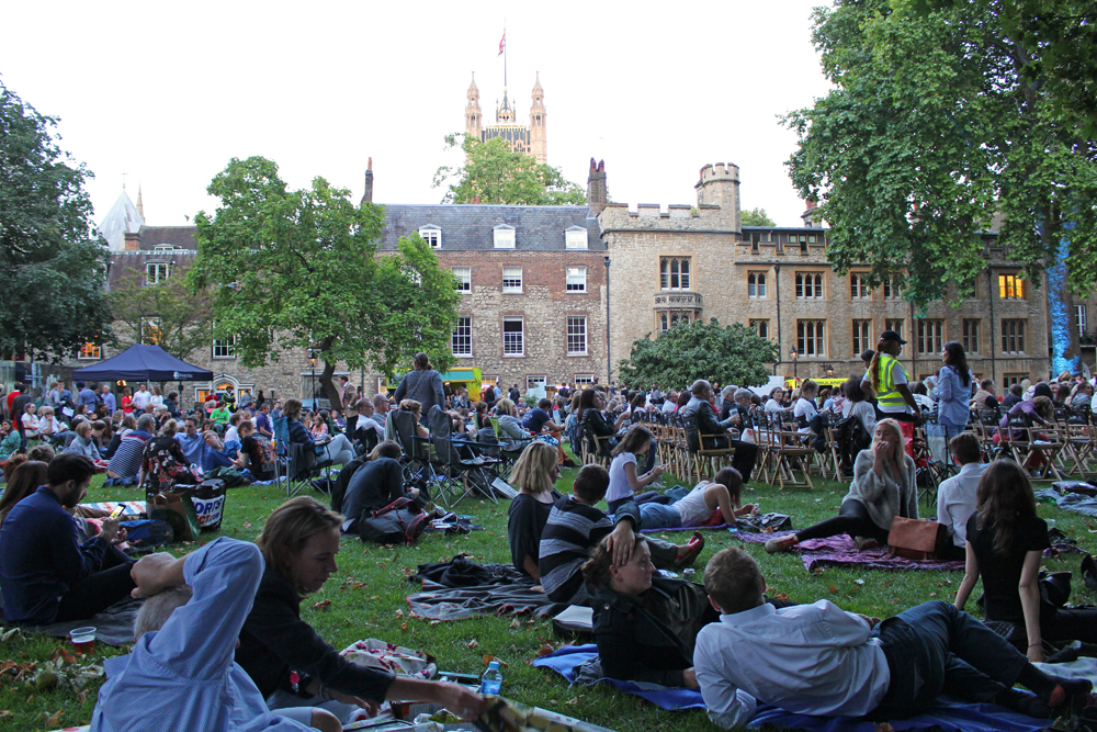 The Luna Cinema pop up outdoor screening at Westminster Abbey - London lifestyle blog
