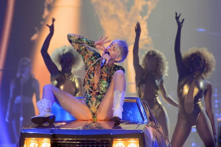 Miley Cyrus: Bangerz Tour in Rosemont 2014