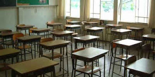 Estudantes em sala de escola