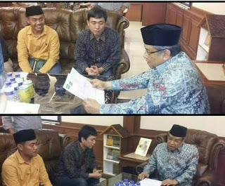 Kang Said Bimbing Anggota DPRD Kota Kediri Baca Syahadat