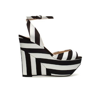 Zebra Desenli Dolgu Topuklu Sandalet Modeli