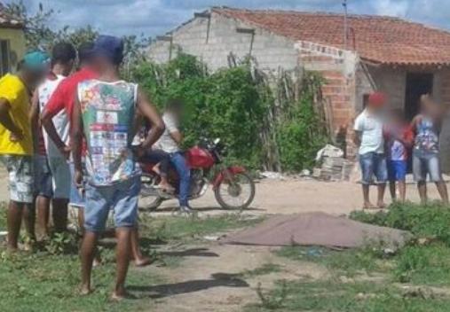 Em Monteirópolis, jovem é assassinado a facadas em  conjunto habitacional