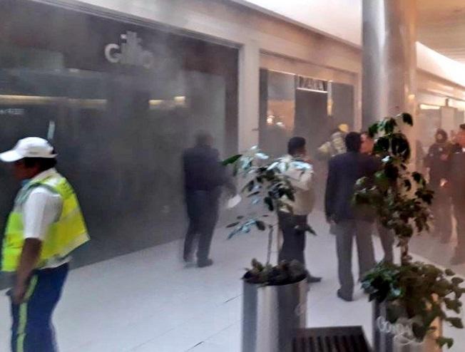 Evacúan plaza comercial en Coyoacán por incendio