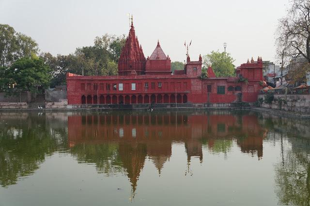 Kuil Dewi Durga (Durga Temple) di Varanasi India