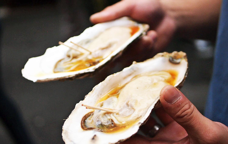 Tsukiji Market - Super size oysters!