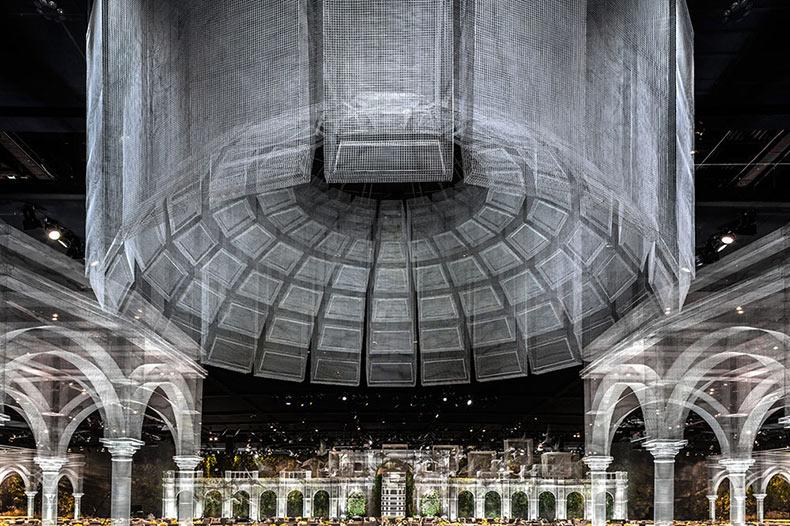Un pabellón expansivo de elementos arquitectónicos construido a partir de malla de alambre por Edoardo Tresoldi