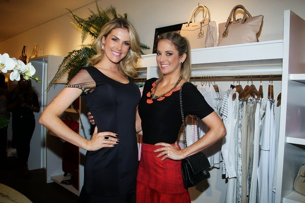 Na noite da última quarta-feira (12), a atriz e apresentadora Ticiane  Pinheiro prestigiou a amiga Ana Hickmann, que inaugurou a sua primeira loja  física ... 4de0b81eed