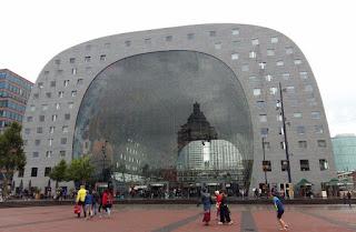 Exterior del mercado Markthal en Rotterdam. Market Hall en Roterdam