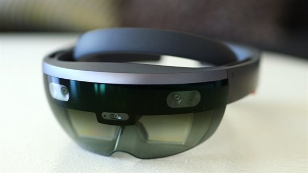 Microsoft might surprise us with HoloLens 2