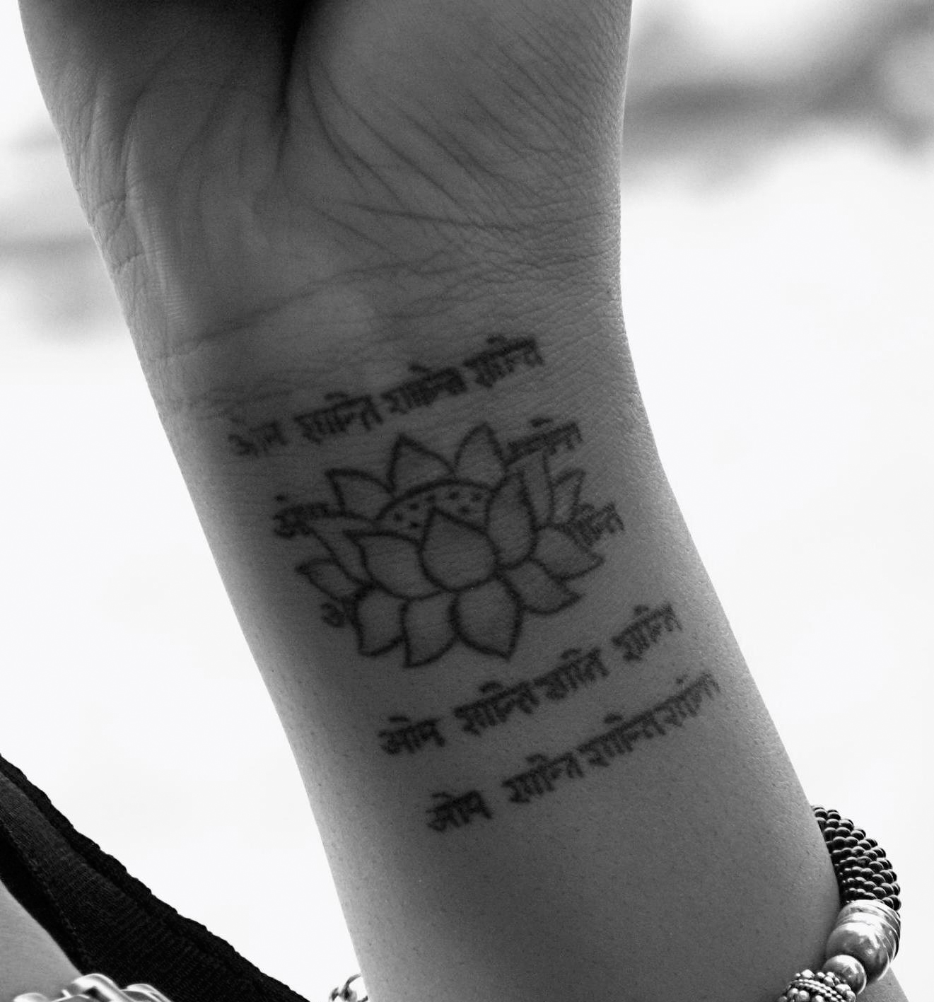 Flower Design On The Wrist Henna Tattoo: Tatueringar: 35 Attractive Lotus Flower Tattoo Designs