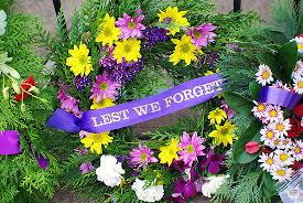 less we forget anzac day flowers