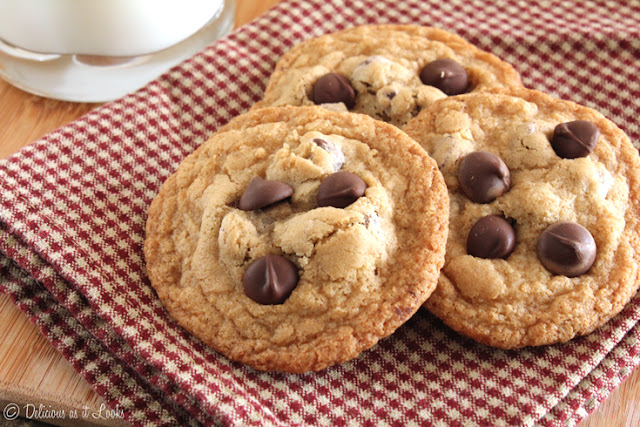 Gluten-Free (& Low-FODMAP) Chocolate Chip Cookies  /  Delicious as it Looks