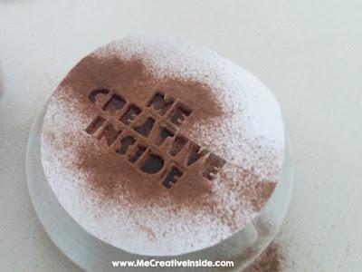creare il disegno su cappuccino con uno stencil