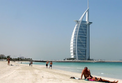 Jumeirah Beach : Pantai Populer di Dubai,