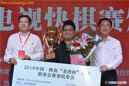 Tưởng Xuyên giành cúp vô địch Huy Nam Long Loan Bôi 2018