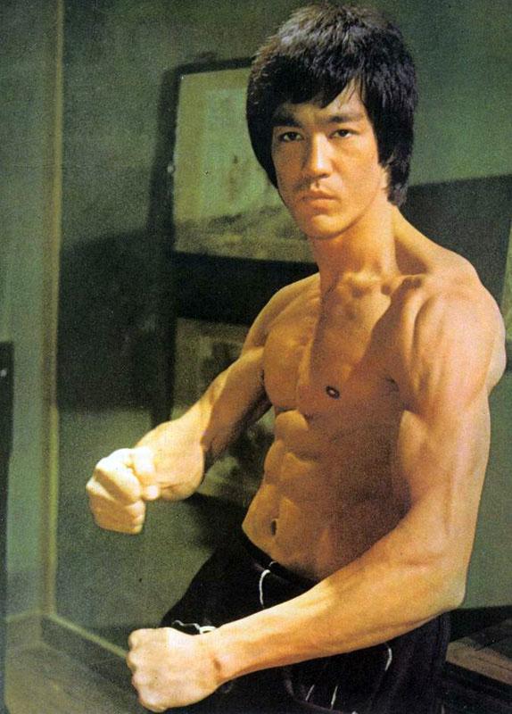 13aad0f4ade8b Le playboy du mois n°2  Bruce Lee