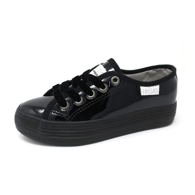 ttps://www.zapanines.es/lonas/4093-bamba-casual-charol-negro-fresas-by-conguitos.html