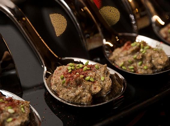 Tapenade con ras el hanout y sésamo con wasabi