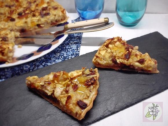 Tarta Vegana de Manzana, Pera, Avena y Dátiles.