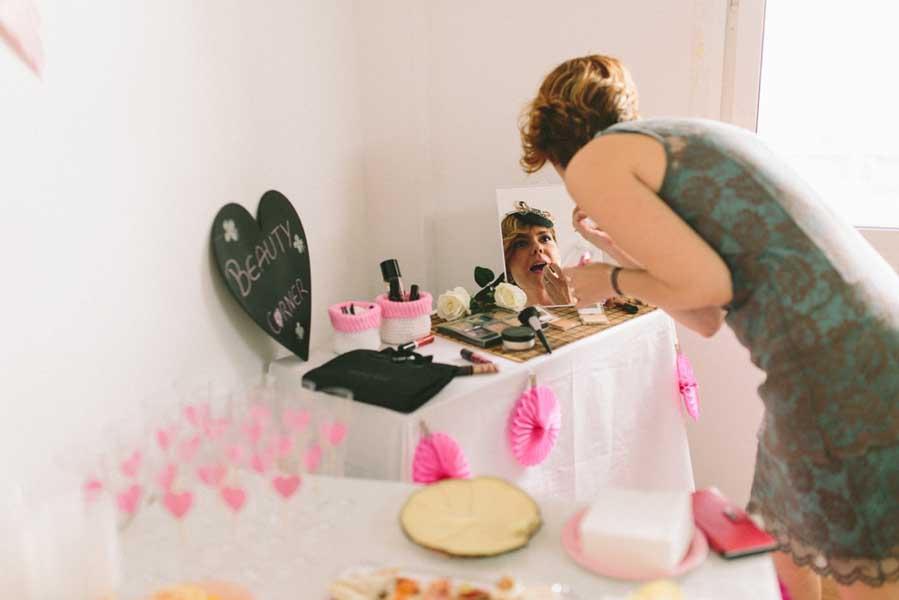 Pon una beauty corner en tu boda