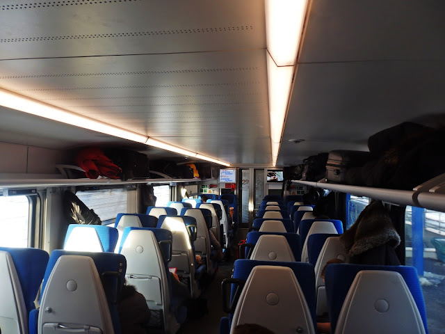 Pociąg jest nowoczesny, a jazda nim to czysta przyjemność