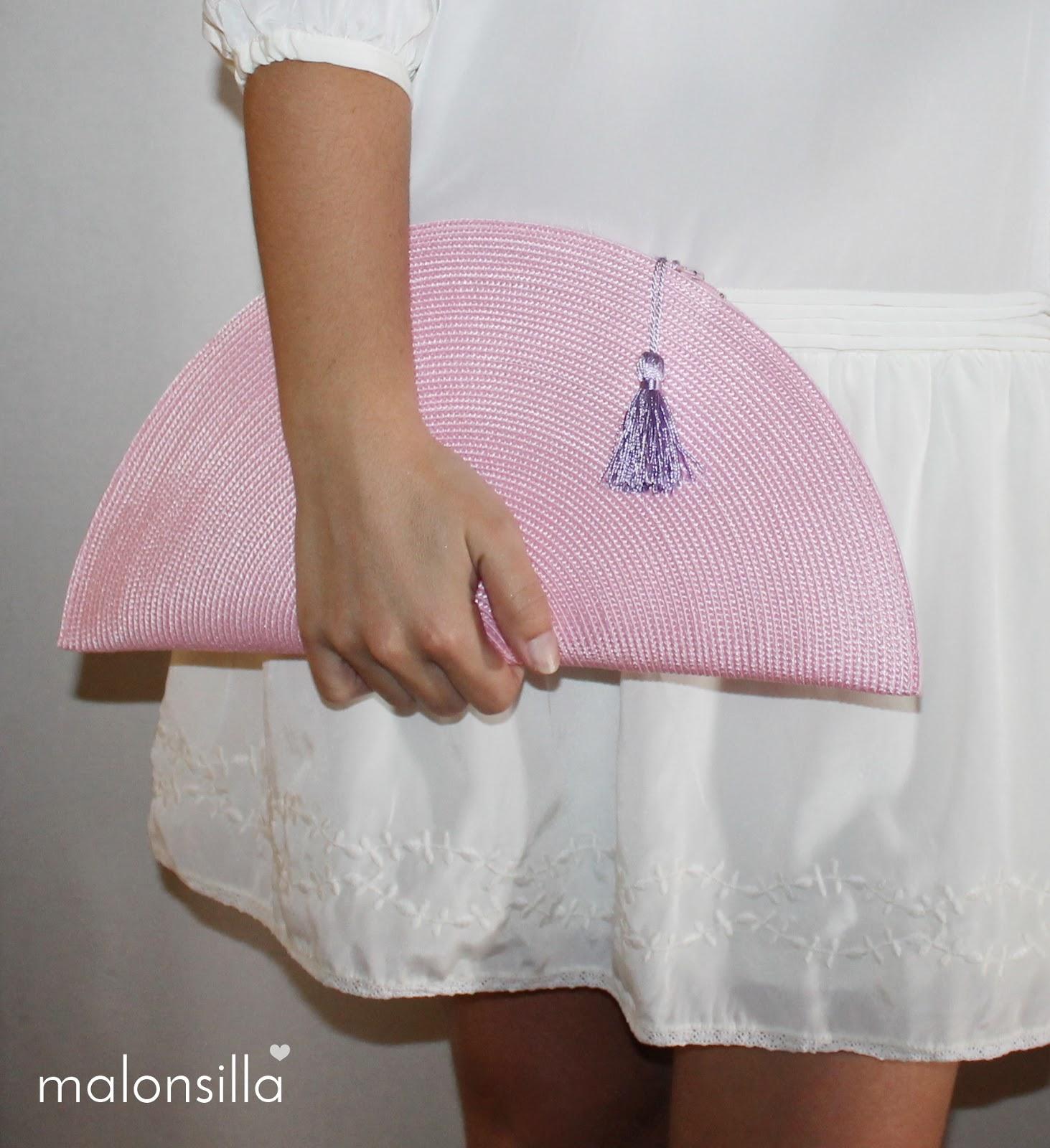bolso en forma de abanico de rafia en rosa y malva