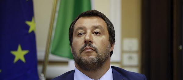 O Salvini ενοχλεί τους οπαδούς της Παγκοσμιοποίησης ακόμα κι όταν βγάζει selfie – Δείτε γιατί τον κατηγορούν