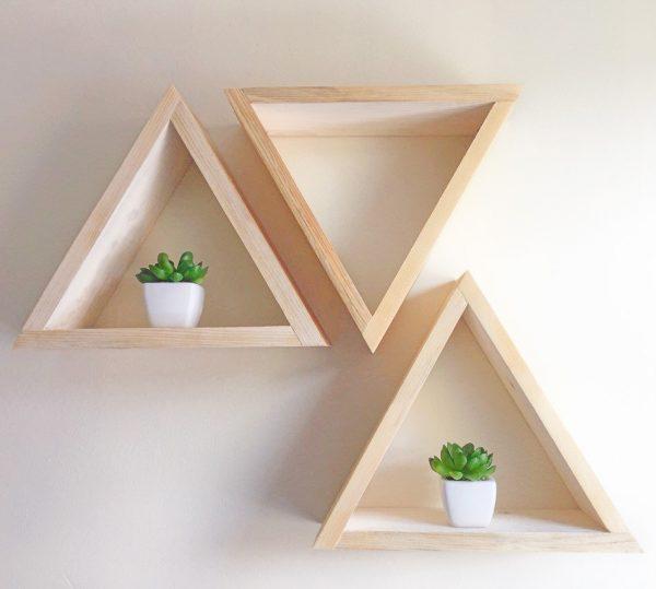 треугольные полки из дерева, для цветов и книг