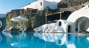 honeymoon-ideas-santorini